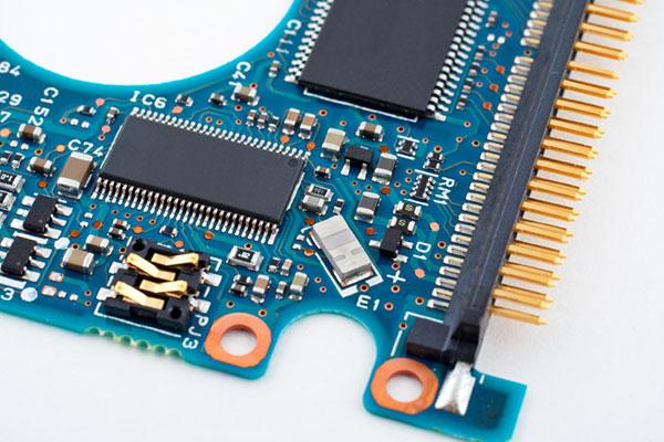 Nettoyage cartes électroniques par MBtech
